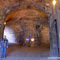 Photos: 城の門を入って行くと