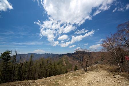 七ッ石山から雲取山方面