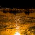 写真: 川面の夕日