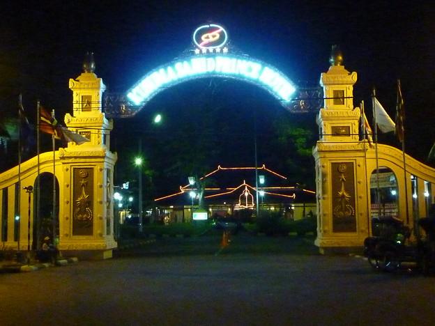 王子の元宮殿 KUSUMA SAHID PRINCE HOTEL, Indonesia   ・そのかみの雅のさまは知らねども一夜はいねつ広き部屋にて