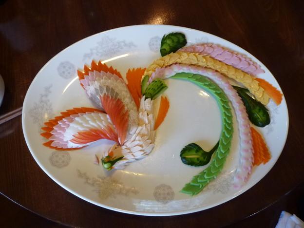 箸付け難き鳳凰特垪盆 喜多八菜館Kitahachi saikan,Yamanashi  *鳳凰を模して仕上げしひと皿のあまりに美(くわ)し箸つけがたく