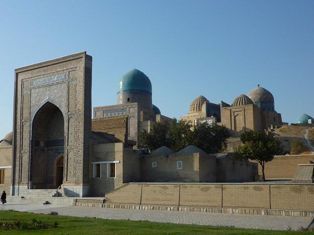 サマルカンドの秋 シャーヒズイダ廟群 Shah-i-Zinda necropolis  御霊屋の青きタイルの色合いに見紛う空の澄み渡りたり