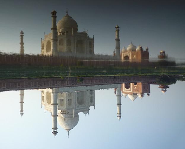 虚実の倒錯 タージ・マハル Taj Mahal on the opposite bank  *逆しまに河に映れる霊廟の影を乱さん風な吹きそね