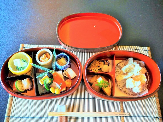 京弁当膳二段重ね重箱 Two-tiered lacquer box lunch