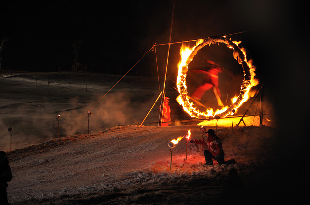 Photos: 火の輪くぐりジャンプ(スキー)