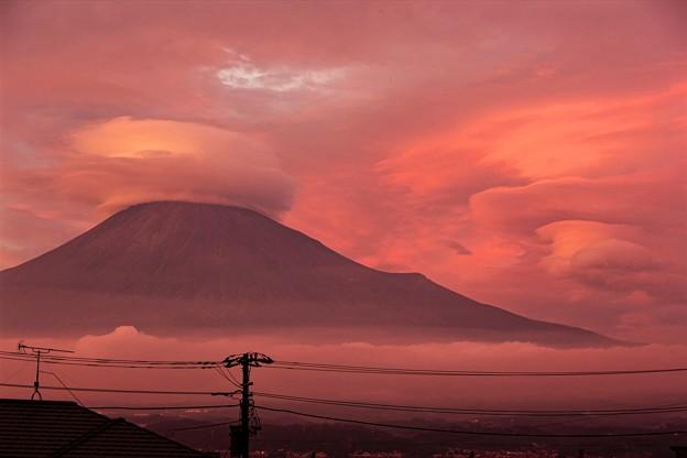9月12日富士宮市からの夕方富士山~ 笠雲&吊るし雲&夕焼け、良かったですね!