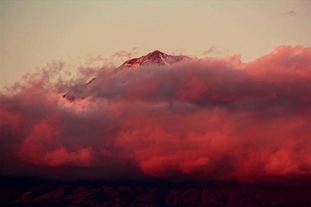 1月4日富士宮からの夕方富士山~ 燃える雲とのコラボが良かったです!