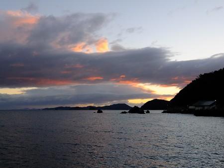 夫婦岩 遠望03 12月朝6:57