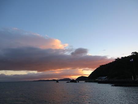 夫婦岩 遠望04 12月朝7:02