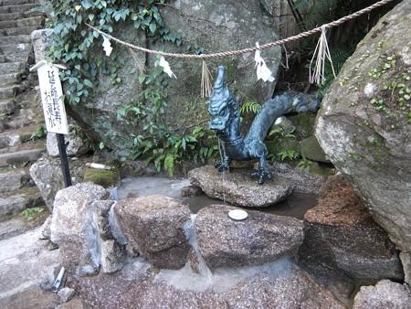 飛瀧神社12 延命長寿のお滝水