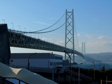 淡路島に映る明石海峡大橋の影~ 舞子駅