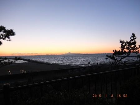 幕張の浜~20150103-04 富士山