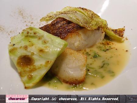 活〆真鯛のポワレ、塩昆布のパウダー、あおさ海苔のヴァンブランソース