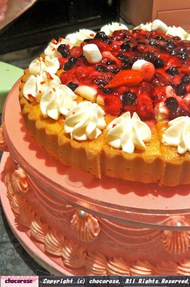 写真: 崩れやすいケーキ