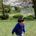 春を駆ける少年