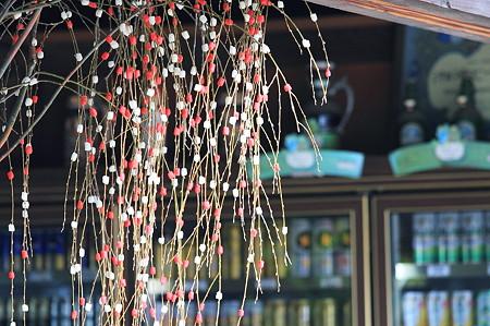 2010.03.05 鎌倉 若宮大路 酒屋の花餅飾り