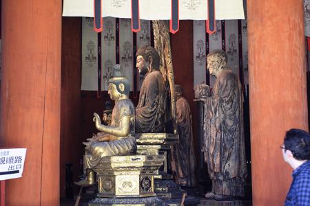 2010.04.28 興福寺 北円堂 弥勒如来坐像と無著立像