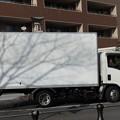 影を運ぶトラック