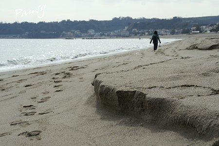 波が残した小さな崖・・