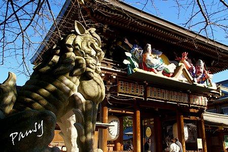 ねぶた飾りと・・狛犬と・・相模国一之宮 寒川神社・・5