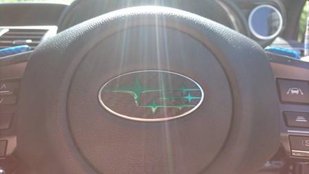 レヴォーグ ステアリングエンブレムカーボンシート加工 ブラックカーボン&クリアグリーン