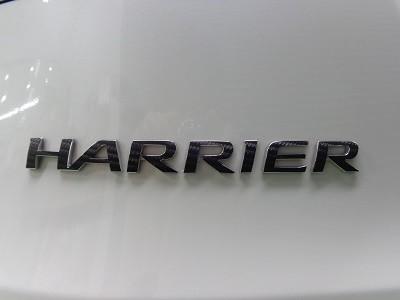 ハリアー60系 新潟県 ハリアーエンブレムカーボンシート加工