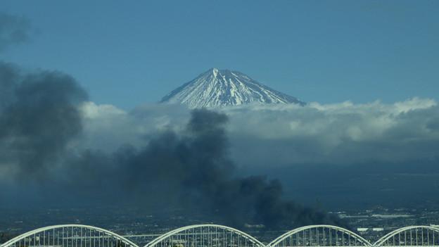 富士市で爆発火災3