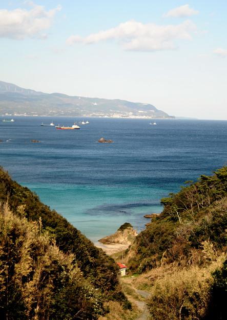 カクテルグラスに青い海