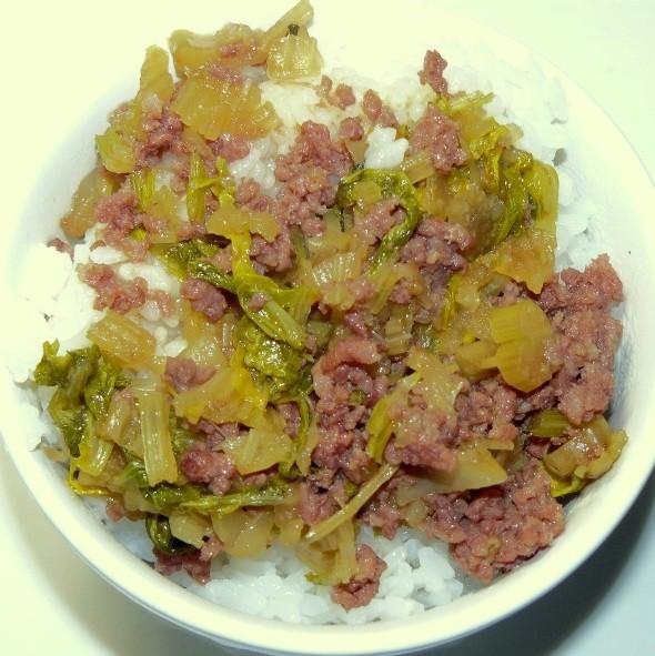 セロリと合挽き肉のしぐれ煮風~ご飯乗せ