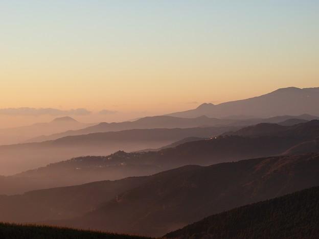 箱根連山の神々とした朝