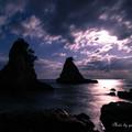 写真: 雲と月の攻防。#!