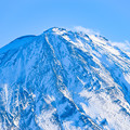 写真: 厳冬の富士山頂