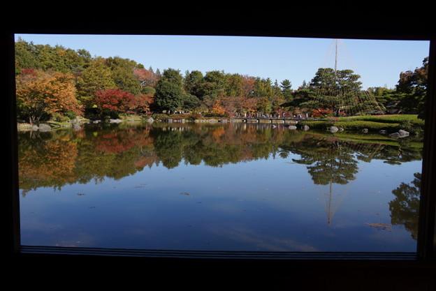 写真: 額縁の紅葉風景2!20141115