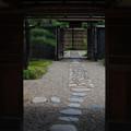 写真: 出雲文化伝承館:門から内部へ【蔵出し】