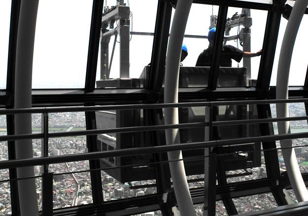 高さ450メートルの窓拭き
