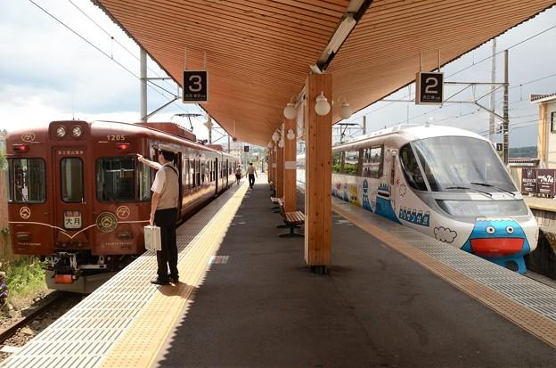 富士山電車4号とフジサン特急7号の並び