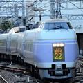 写真: E351系特急スーパーあずさ22号八王子入線