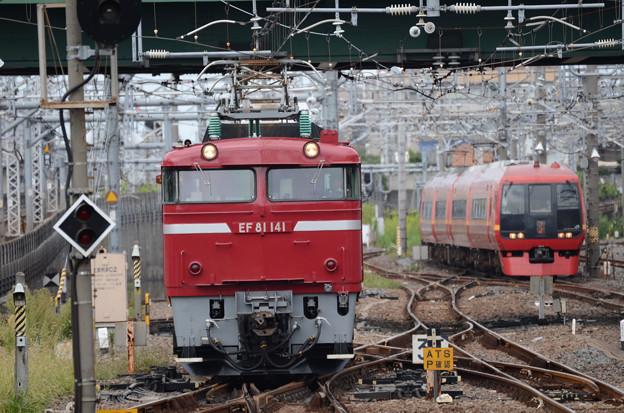 赤い列車 同時入線