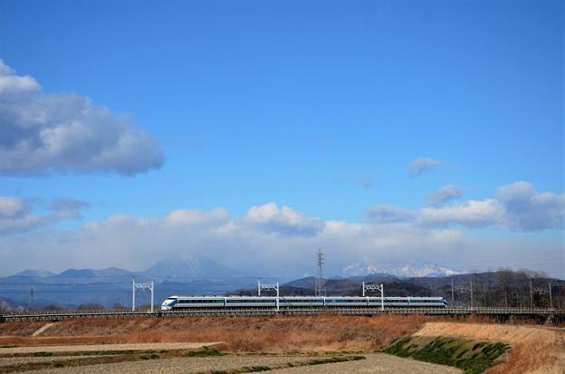 東武日光線思川橋梁を渡る東武100系特急きぬ115号