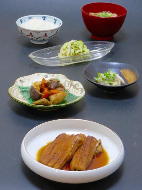 今晩は、トロトロ煮穴子、筑前煮、ボウゼの酢じめ、切り干し大根のマリネ、そば米汁、ご飯