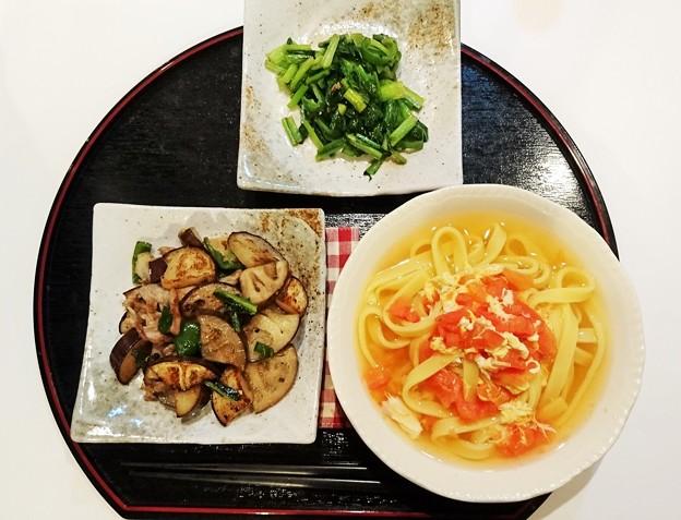 G先生にこれを。豚肉とローザビアンカ(イタリア茄子)の炒め物、小松菜の塩炒め、トマトと卵の酸辣湯です。