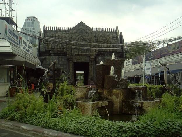 バンコク|ナイトバザール お昼間に散策してもおもしろい