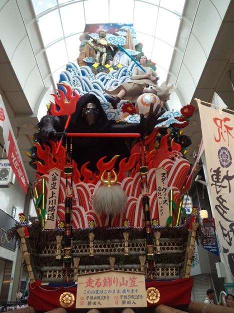 上川端通商店街のスターウォーズ飾山。