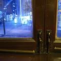 写真: 窓-青い街