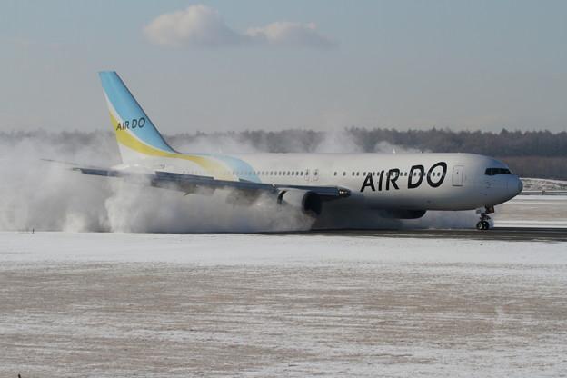 B767-300 雪舞い上がる