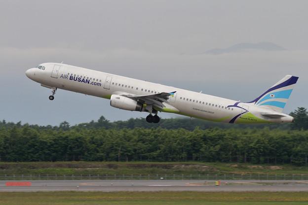 A321 HL8073 Air Busan takeoff