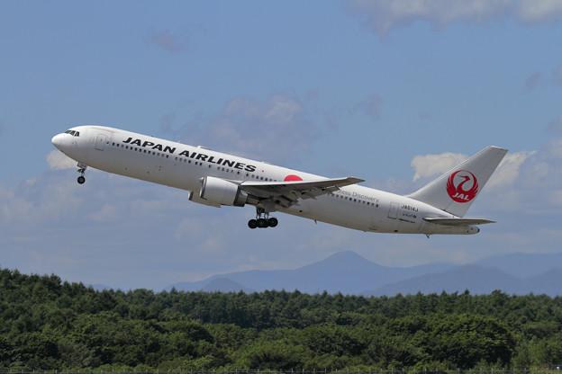 B767 JAL JA614J takeoff