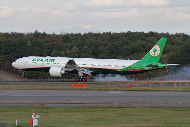 B777 EVA touchdown