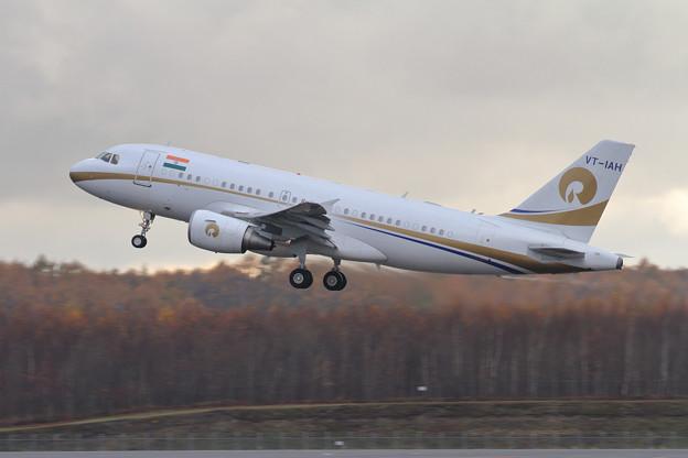 ACJ319 VT-IAH takeoff