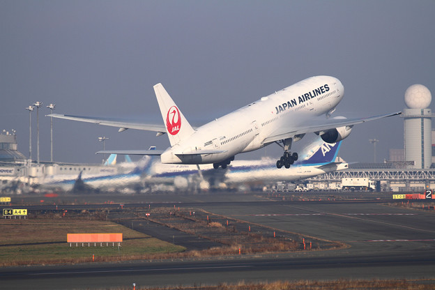 B777 JAL JA008D takeoff
